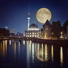 Giant Moon around the world .. Germany