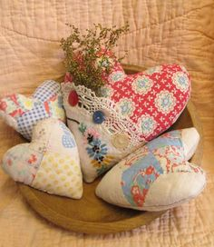 Vintage Quilt Handmade Hearts ~ Sweet Valentine Ornies ~ Four Prim Bowl Fillers #NaivePrimitive #Artist
