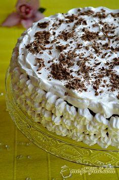 Čokoladna torta sa kafom i jagodama