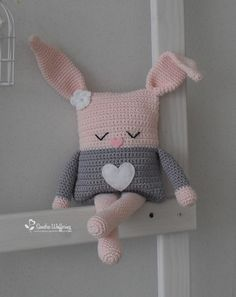 Crochet pillow animal fresh made by sandra haken mrsbroos com mrs broos kissen Crochet Diy, Easter Crochet, Crochet Bunny, Love Crochet, Crochet Animals, Crochet Dolls, Crochet Ideas, Crochet Pillow Pattern, Crochet Cushions