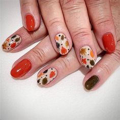 Fall Leaf Nail Art Designs - Fall leaves on nails right now are super-trendy. We searching for 150 best examples. Be ready to get inspiration! Gel Nail Designs, Nails Design, Long Gel Nails, Nail Effects, Hot Nails, Beautiful Nail Designs, Artificial Nails, Nail Art Galleries, Creative Nails