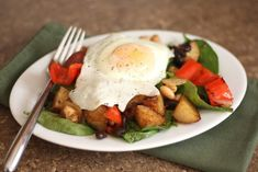 Red potatoes seasoned with Mexican spices are roasted and then tossed with sauteed onions, peppers, black and white beans along with a handful of barely wilted warm spinach. Topped with a soft egg or scrambled Breakfast Hash, Breakfast Skillet, Brunch Recipes, Breakfast Recipes, Breakfast Ideas, Yummy Recipes, Barefeet In The Kitchen, Small Red Potatoes, Hash Recipe