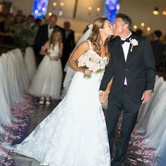 Denne sensommeren var Therese innom salongen for styling og sminke til bryllupet!💓 Vi gratulerer det nydelige paret med vell overstått.💍 Vi… Bride, Wedding Dresses, Instagram, Fashion, Wedding Bride, Bride Dresses, Moda, Bridal Gowns, Bridal