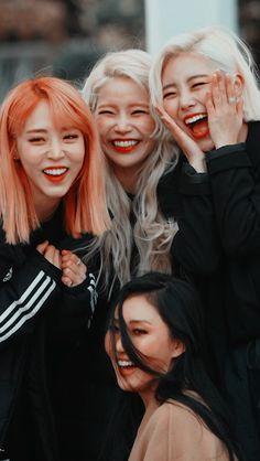 Kpop Girl Groups, Korean Girl Groups, Kpop Girls, K Pop, Kpop Wallpaper, Divas, Mamamoo Moonbyul, South Korean Girls, Videos