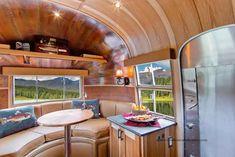 Csodaszép otthonná alakították át a hetven éves lakókocsit