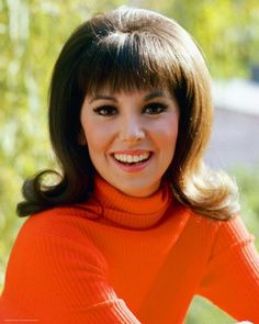 We all wanted her hair. Mom Hairstyles, Retro Hairstyles, That Girl Tv Show, Marlo Thomas, Danny Thomas, Girls Tv Series, Hair Flip, Girls In Love, Girl Photos