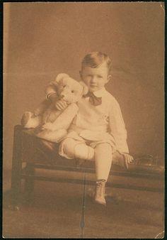 Steiff Bear (with little boy).