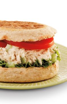 Tuna, lettuce, tomato and a Thomas' Whole Wheat English Muffin come together beautifully in this Classic Tuna Salad English Muffin recipe. Quick Easy Healthy Meals, Healthy Meals To Cook, Good Healthy Recipes, Low Calorie Recipes, Healthy Food, Tuna Fish Recipes, Sandwich Recipes, English Muffin Recipes, English Muffins