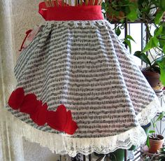Here's the first of many free apron patterns. Our apron patterns include all instructions and a supply list.Free apron patterns by Lori Abraham. Half Apron Patterns, Vintage Apron Pattern, Aprons Vintage, Sewing Patterns, Vintage Quilts, Sewing Crafts, Sewing Projects, Collars, Cute Aprons