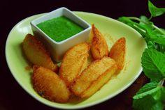 Fried Idli Steamed Idli 4 Chaat Masala Powder 1/2 tsp Mint Chutney 2 Tbsps Salt to taste Oil for Deep Frying