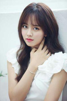 Name: Kim So Hyun 김소현 Born: 4 June 1999 Birthplace: Australia❤️ Nationality: South Korean Height: Korean Beauty, Asian Beauty, Kim So Hyun Fashion, Kim Sohyun, Wispy Bangs, Beautiful Asian Women, Korean Actresses, Ulzzang Girl, Korean Girl
