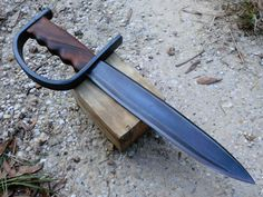 josh fenlon, raven forge, ravenforge, bladesmith, forged in fire Pretty Knives, Cool Knives, Swords And Daggers, Knives And Swords, Armas Airsoft, Trench Knife, Sword Design, Arm Armor, Weapon Concept Art