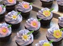 Rapunzel cupcakes, Hope has a cake cricut! Rapunzel Cupcakes, Rapunzel Cake, Girl Cupcakes, Easter Cupcakes, Birthday Cupcakes, Cupcake Cakes, Flower Cupcakes, Mocha Cupcakes, Strawberry Cupcakes