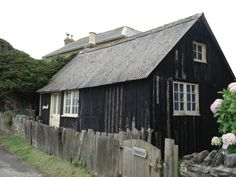 http://cabinporn.com/post/22321676569/fishermans-cottage-on-isle-of-wight-england