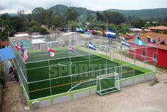 """Zambrano, Honduras - Se instalaron 712 m² de grama sintética de calidad americana SPORTURF™ para una cancha de futbol en el """"Football Passion"""", complejo deportivo que ahora luce de 1er nivel, brindando a los jugadores una superficie deportiva de calidad y una experiencia de juego sin igual."""