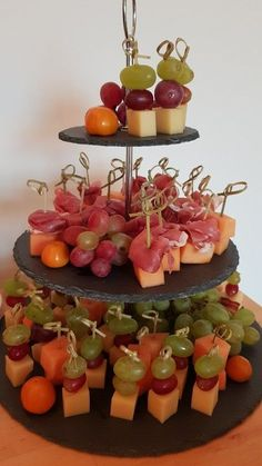 heppis Käsespieße heppis cheese skewers, a delicious recipe from the category finger food. Party Finger Foods, Snacks Für Party, Finger Food Appetizers, Appetizers For Party, Appetizer Recipes, Simple Appetizers, Seafood Appetizers, Cheese Appetizers, Handmade Home Decor