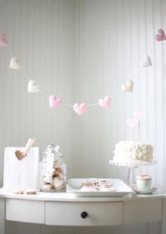 A cute Valentine's garland.