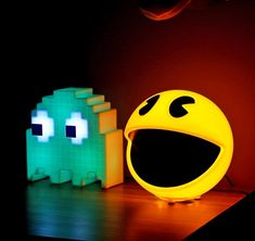 If you were a Pac-Man player back in the day, or even a recent Pac-Man fanatic, chances are you have those addicting sounds stuck in your head to this day. This lamp will help you indulge yourself wit. Video Game Decor, Video Game Rooms, Boys Room Design, Game Room Design, Nerd Room, Gamer Room, Video Vintage, Birthday Ideas For Her, Geek Decor
