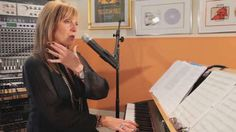 Learn how to warm up your voice by humming from vocal coach Cari Cole in this Howcast singing tutorial. Singing Lessons For Beginners, Vocal Lessons, Music Lessons, Guitar Lessons, Vocal Warm Up Exercises, Singing Exercises, Do Re Mi, Singing Career, Singing Tips