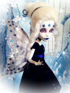 """Mi foto para el concurso """"Fotografiando Hadas"""" del libro """"La Corte de los Espejos"""".  La modelo es Lady Nebula, mi Spectra custom."""