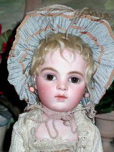 BRU bébé from the Chevrot era (1883-1889), in size 4, re-dressed by Guido Odin (Odin collection-Musée de la Poupée-Paris)