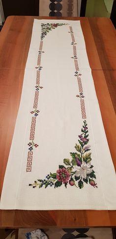 Kanaviçe Koşucusu Cross stich koşucusu - Good Home Mini Cross Stitch, Cross Stitch Borders, Cross Stitching, Cross Stitch Embroidery, Embroidery Patterns, Cross Stitch Patterns, Crochet Bows, Crochet Crafts, Organic Art