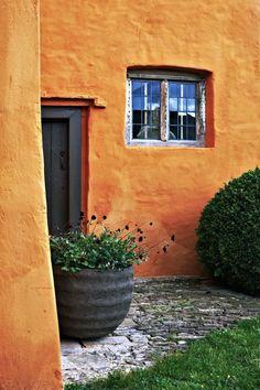 Detail Collective   Outside Spaces  Arne Maynard's Garden   Image :Tom MannionviaGardenista