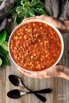 Georgia Brunswick Stew: tasty Southern recipes can bring families together by enjoying homemade cooking at weeknight dinners, and this Brunswick stew recipe is no exception. Pulled pork, chicken, tomatoes, and other veggies simmer together in this country Mexican Food Recipes, Soup Recipes, Cooking Recipes, Ethnic Recipes, Chilli Recipes, Southern Dishes, Southern Recipes, Southern Food, Brunswick Stew Recipe Georgia