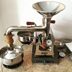 Coffee Love Rekindled - Advice You Need Now. What makes a great cup of coffee? Coffee Talk, Coffee Love, Espresso Coffee Machine, Coffee Maker, Coffee Shop Bar, Coffee Equipment, Coffee Business, Coffee Corner, Coffee Roasting
