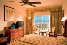 Make yourself at home at Riu Vallarta. With an original and modern architecture Art Déco the Hotel Riu Vallarta (All Inclusive 24h) is representative for the RIU style and offers an avant-garde design. Located in Nuevo Vallarta, Mexico, it offers a high quality service to its clients. Hotel Riu Vallarta - Hotel in Riviera Nayarit-Vallarta, Mexico - RIU Hotels & Resorts