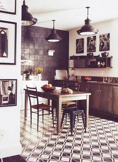 VITAL IN MY SPACE: Furniture and Decoration Vintage Recovered: black / black
