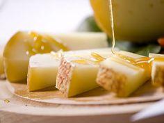 Mai provato il #formaggio con il #miele? Scopri la bontà del #Casolét della #ValdiSole (Formaggio del #Trentino) con i #mieli di diverse fioriture. Esalta il gusto: #TrentinoGusto!