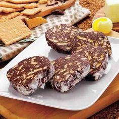 Ingrédients: 200 g de chocolat 1 œuf 100 g de beurre 50 g de sucre glace 150 g de petits beurres ou sablés 10 cubes de guimauve ou chamallow (facultatif) Préparation: Faire fondre le chocolat avec le beurre et mélanger. Hors du feu, incorporer le sucre et l'oeuf. Écraser les biscuits en petits morceaux