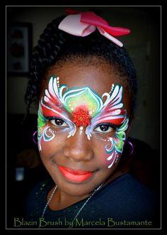 Beautiful Christmas colors - Holly mask - http://sillyfarm.com/shop/face-painting-supplies/rainbow-arty-cakes/arty-brush-cakes/holly-arty-brush-cake  www.sillyfarm.com