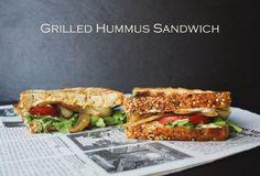 Gegrillte Hummus Sandwich + Gebratene Zwiebeln, Tomaten und Rucola