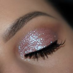 "Get the Look with Motives®: ""Starshine"" Makeup Tutorial - Loren's World aufbewahrung augen blaue augen eyes für jugendliche hochzeit ıdeen retention tipps eyes wedding make-up 2019 Glitter Eye Makeup, Eyeshadow Makeup, Makeup Brushes, Easy Eyeshadow, Copper Eyeshadow, Sparkle Makeup, Glitter Eyeshadow, Eyeshadows, Glitter Nails"