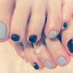 2016/11/24 19:31:37 fuuumi78 New Nail . #nail #foot #footnail #beauty #simple #black #gray #winter #ネイル #フット #フットネイル #美容 #シンプル #黒 #グレー #大人ネイル #シンプルネイル #冬 . 来月も楽しみ #美容