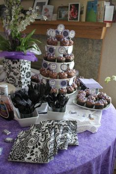 Black and white themed might be fun for a gender-unknown baby shower... :)