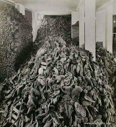 """""""Auschwitz Kampında Toplanmış Ayakkabılar,1945... #SavaşaHayır"""""""