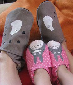 deux paires de chaussons pour elle et sa fille sur le thème de Totoro et Chibi Totoro