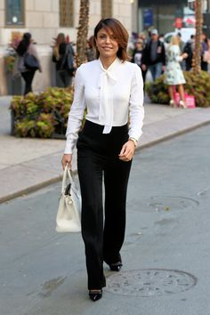 Ideas how to look rich outfits women Work Fashion, Fashion Outfits, 50 Fashion, Office Fashion, Fashion Brands, Winter Fashion, Formal Business Attire, Business Casual, Court Outfit