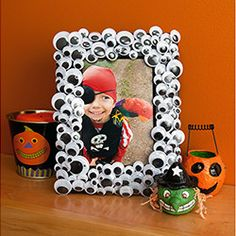 Halloween photos will look extra creepy in this googly eye picture frame that kids will love to help make. Get started by printing your photos with Kodak Picture Kiosk or My Kodak Moments app.