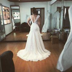 Prueba de vestido #novias #vestidodenovia #weddinggown #atelierbackstage @leonorcorreanovias