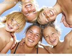 Teenage Sibling Photography Poses | Group of kids smiling at camera [09ddl1572cl] > Stock Photos | Royalty ...