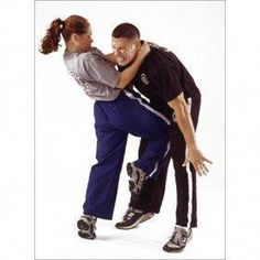 If you are interested in Krav Maga but not sure whether to get a professional training in it, these answers to Frequently Asked Questions about this self defense system would help you make up your mind. Read on. Krav Maga as a clos Self Defense Classes, Self Defense Tips, Self Defense Techniques, Israeli Self Defense, Self Defense Women, Kick Boxing, Boxing Club, Aikido, Judo