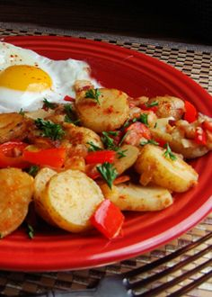 How to make Papas Bravas (Spanish Potatoes) Easy Cuban and Spanish Recipes What a tasty breakfast idea. Cuban Dishes, Spanish Dishes, Spanish Food, Cuban Spanish, Spanish Tapas, Comida Latina, Gnocchi, Spanish Potatoes, Gastronomia