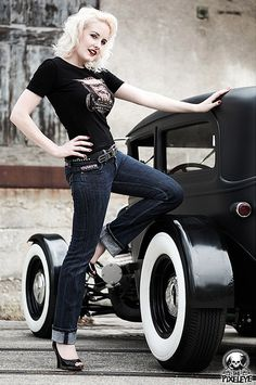 This is how a Rockabilly girl should look. Looks Rockabilly, Mode Rockabilly, Rockabilly Fashion, Rockabilly Shoes, Pin Up Girls, Hot Girls, Hot Rods, Rat Rod Girls, Up Auto