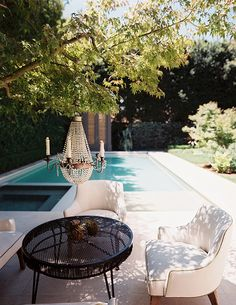 Pool area with classic touches, clean & modern feel. Like the outdoor chandelier Outdoor Rooms, Outdoor Gardens, Outdoor Living, Outdoor Decor, Outdoor Furniture, Living Haus, Living Rooms, Gazebos, Moderne Pools