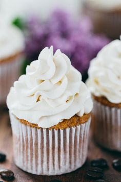 Russian Cream Cheese Frosting Recipe (3 ingredients)
