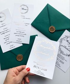 Božské svatební oznámení se zlatým písmem a smaragdově zelenou obálkou najdete na našem eshopu www.bridetobe.cz Weddings, Bodas, Hochzeit, Wedding, Marriage, Casamento, Wedding Ceremonies